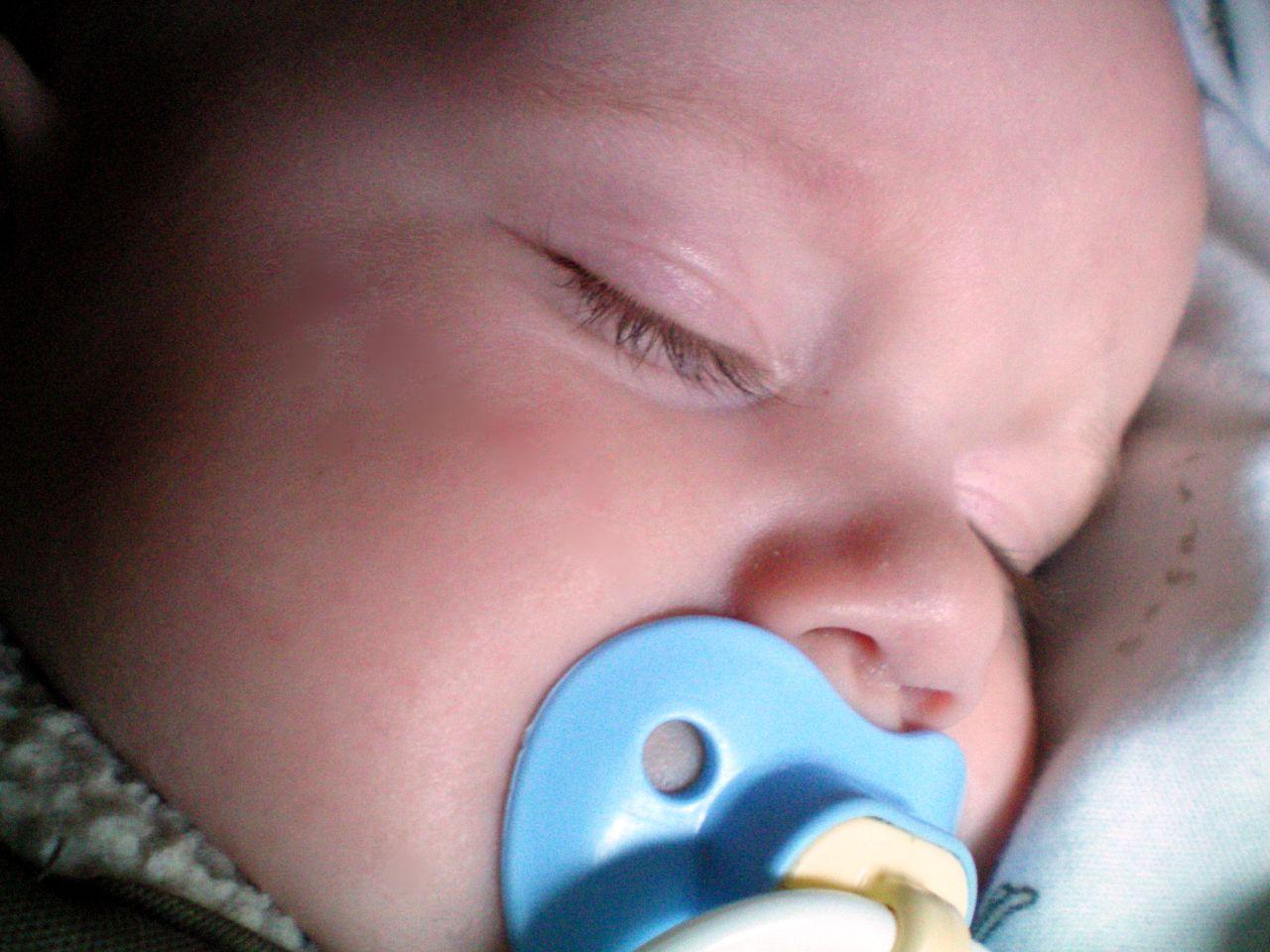 Pacifiers Friend Or Foe 171 Helping Babies Sleep
